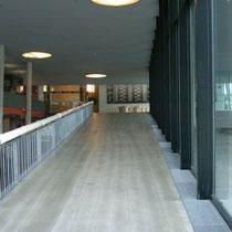 1階から2階への斜路