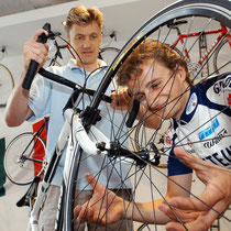 Fahrradhändler Von Hacht.
