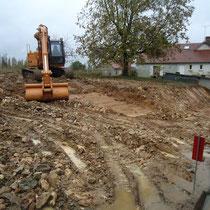 CAZORLA TP : décapage terrain à l'aide d'une pelle pour travaux de terrassement pour particuliers