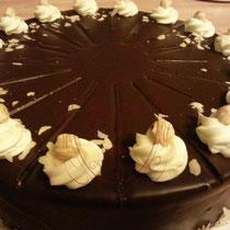 Nuss Creme Torte