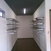 2階 ウオークインクローゼット 可動式タナ