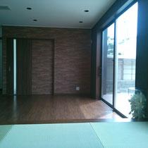 和室4.5帖から居間を見ます。