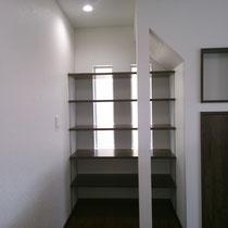 階段下空間 パントリー
