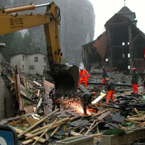 Erste Rettungsarbeiten in Gondo, Oktober 2001 © Robert Hansen