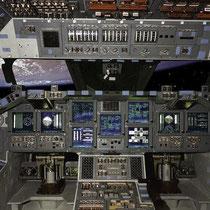 Да и в навигационных приборах корабля разобраться не просто.