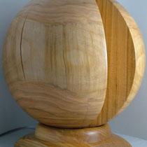 Holzkugel gedrechselt aus Kirschbaum - 26 cm mit passendem Ständer aus Kirschbaum, Kugel ist frei drehbar