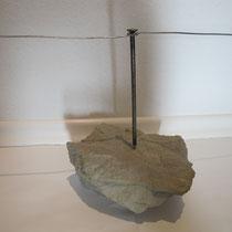 Skulptur: Kommunikation/Argumentation Sandstein, Stahlnagel,Draht I Größe: 78 x 26 x 21 I Preis: 350,- €