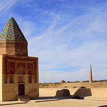 Il Arslan or Fahr-ad-din-Razi Mausoleum, on the background from l. to r.  Sultan Tekesh Mausoleum, Kutlug Timur Minaret, Turabek Khanum Mausoleum,