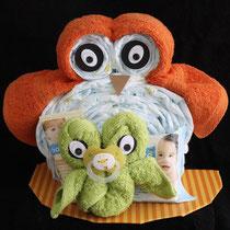 Pamperstorte als Windelgeschenk in Form einer großen und kleinen Eule für Mädchen und Jungen in Farbe orange und grün