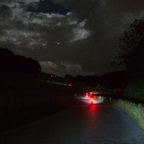 BRM 400: Lichterketten der Randonneure beim Aufstieg