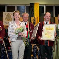 Bürgermeister DI Danler sowie die Geehrten mit ihren Ehefrauen