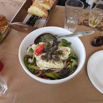 Choriatiki Salata me kapperes