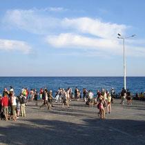 Kreta: Wartende Schluchtler in Agia Roumeli