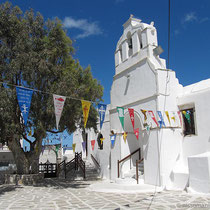 Kirche oberhalb der Paralia