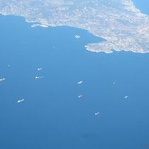 Frachtschiffe vor Piräus/Salamina