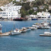 Am Hafen von Gialos...