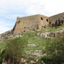 Die Fortezza von der Küstenstraße aus