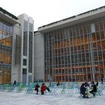 Links die Oper, rechts die Bibliothek