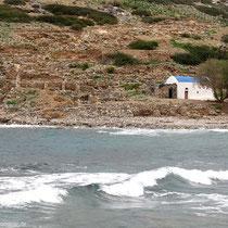 ...mit der Kapelle Agios Nikloas (natürlich)