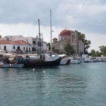 Aegina mit der Kirche Agios Nikolaos