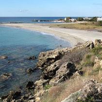 Blick hinab auf den Kastello-Strand