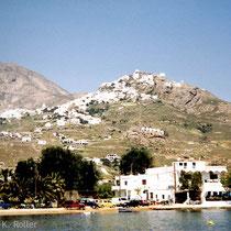 Serifos: Blick auf die Chora vom Hafen aus