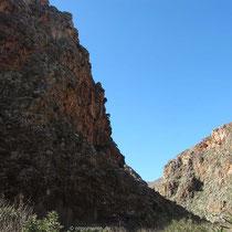 ... und steile Felsenwände