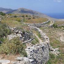 Wege und Mauern