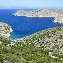 Die Bucht von Tsoulades, Agios Georgios und Serifos im Hintergrund