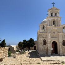 ... fällt der Blick auf die Kirche