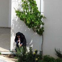 Sie arbeitet lieber im Garten