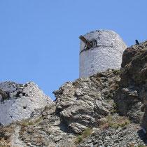 Karpathos: Windmühlen über Olymbos