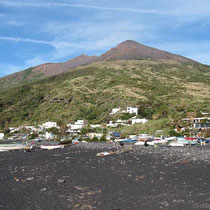 Vulkan hinten, Lavastrand vorne