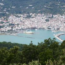 Blick auf den Hafen von Skopelos