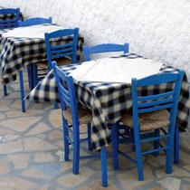 Anafi: Gedeckte Tische in der Chora