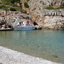 Saria: Nikos Boot in der Bucht von Palatia