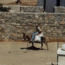 Schinoussa: Verkehr auf der Straße nach Messaria