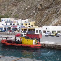 Santorin: Athinios mit Ölbergeschiff