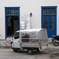 Dreirad vor dem lokalen Baumarkt