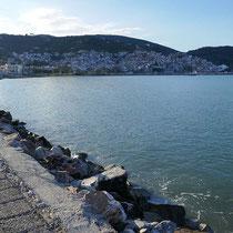 An der Uferpromenade bei den Hotels