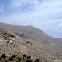 Chalki: Blich zum Kloster Taxiarchis