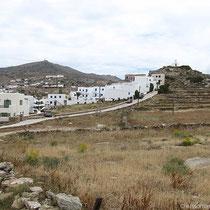 """Der Hügel mit dem """"Lofos Village"""" und dem """"Avanti"""""""