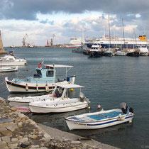 Kleine und große Boote