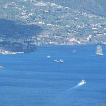 Segelschiff in Lipari-Stadt