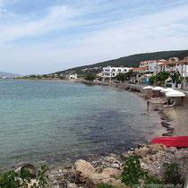 Die Uferpromenade von Megalochori