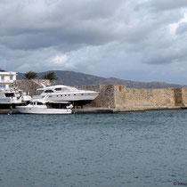 Das Boot ist höher als die Festung