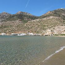 Die Nordseite der Bucht mit Profitis Ilias Troulakiou und Agios Simeon