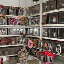 Karpathos: Im Beinhaus des Friedhofes von Diafani