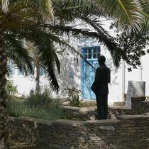 Griparis-Denkmal vor der alten Schule
