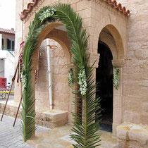 Palmgeschmücktes Portal